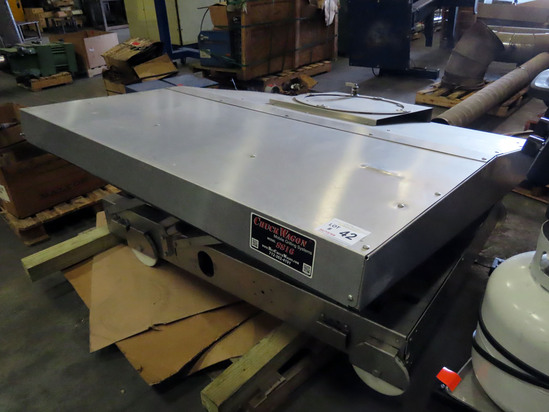 Chuck Wagon Model SS16 Mobil Grilling System with Top.