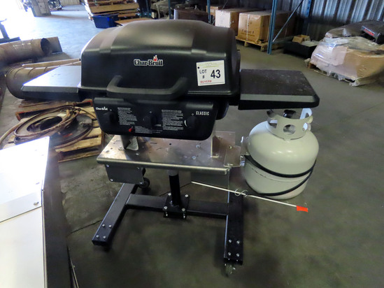 Char Broil Classic Gas Grill on Heavy Duty 4-Wheel Rolling Cart.