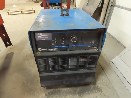 Miller Deltaweld 302 CV/DC Welding Power Source (Possibly Non-Running).