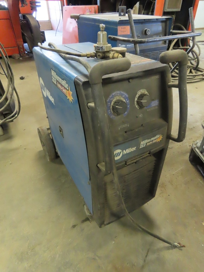 Miller Millermatic 212 Auto-Set Portable Wire Feed Welder (Needs New Plug).