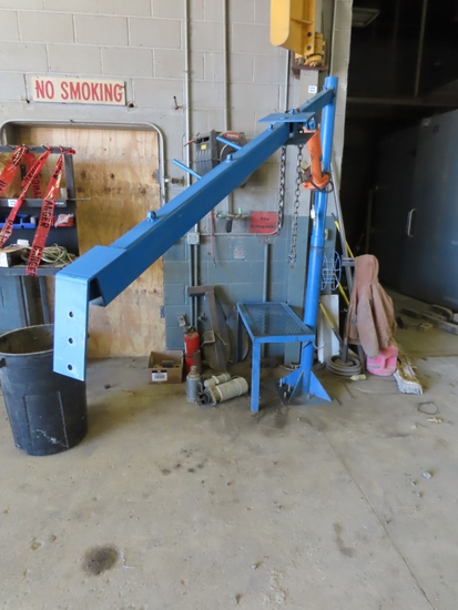 Welder Platform with Hydraulic Lift Arm Extension.