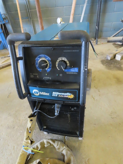 Miller Millermatic 212 Auto-Set Portable Wire Feed Welder on Cart with Miller Aluminum Spool Gun Att