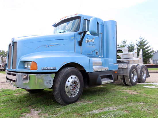 1993 Kenworth Model T-600 Conventional Day Cab Truck Tractor, Cummins 855 Turbo Diesel Engine, Eaton