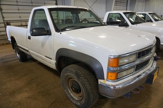 2000 Chevrolet 2500 Pickup, VIN# 1GCGK24RNR170338, 201,442 Miles, AM/FM, Air Conditioning & Heat.