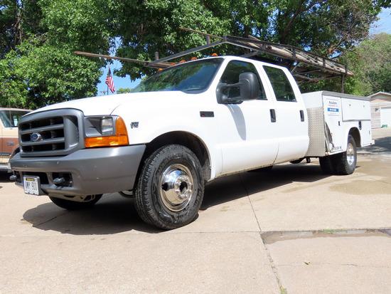 1999 Ford F-350XL Crew Cab Service Truck, VIN#1FDWW3655XEC80199, Triton V-10 Gas Engine, Automatic T