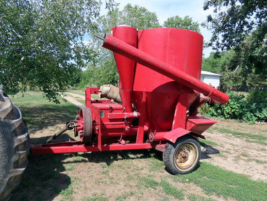 IHC Model 85 Grinder/Mixer, SN# 2167, PTO Drive, Hay Grinder Attachment, Swing Out Auger.