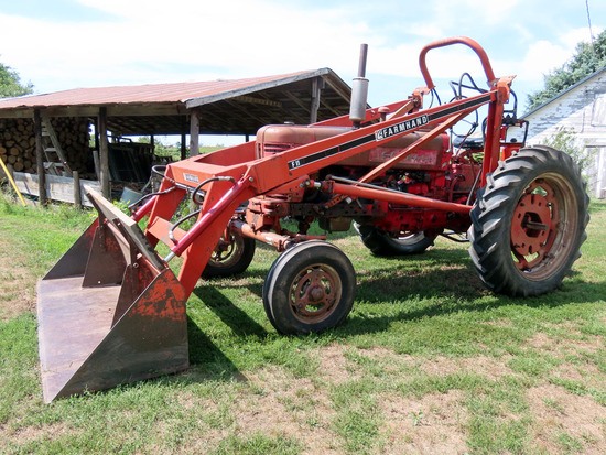 1955 IHC Model 300 Gas Tractor, SN# 10280SJ, 4-Cylinder Gas Engine, Torque Amplifier, Wide Front, (2