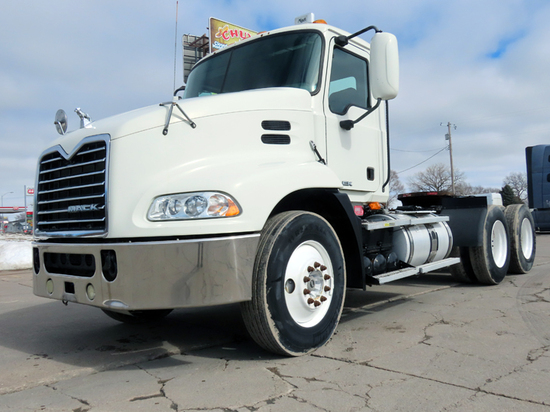 2007 Mack Model CXU613 Pinnacle Tandem Axle Conventional Day Cab Truck Tractor, VIN# 1M1AW09Y18N0022