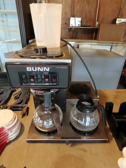 Bunn Commercial Coffee Maker, (2) Side Warmers, Pitcher & (2) Glass Coffee Pots