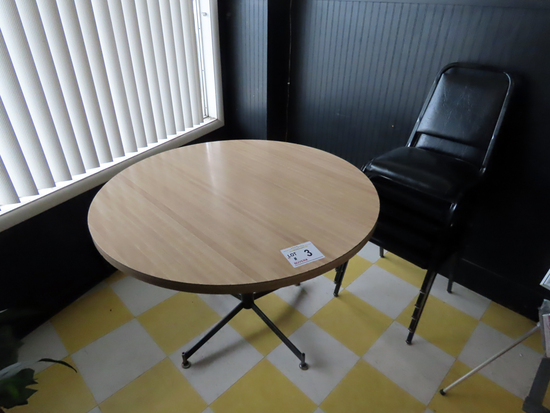"42"" Round Dining Table & (5) Padded Back & Seat Chairs."