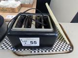 Cuisinart 4-Slice Toaster & Cutting Board.