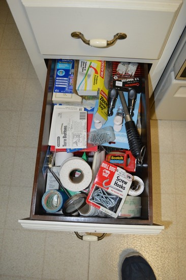 Lot: Lower Kitchen Cabinet Contents