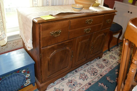 Lot: Serving Cabinet & Hutch