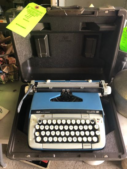 Smith Corona Galaxie 12 Portable Manual Typewriter