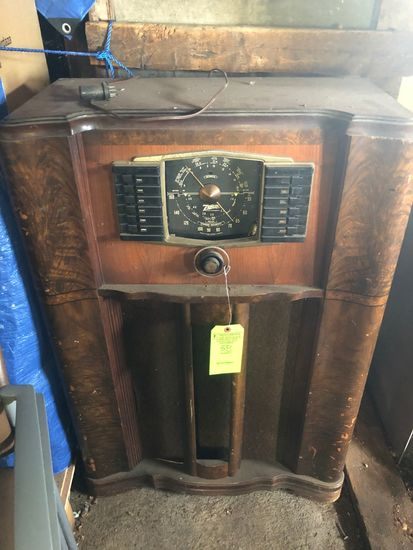 Antique Zenith Console Radio