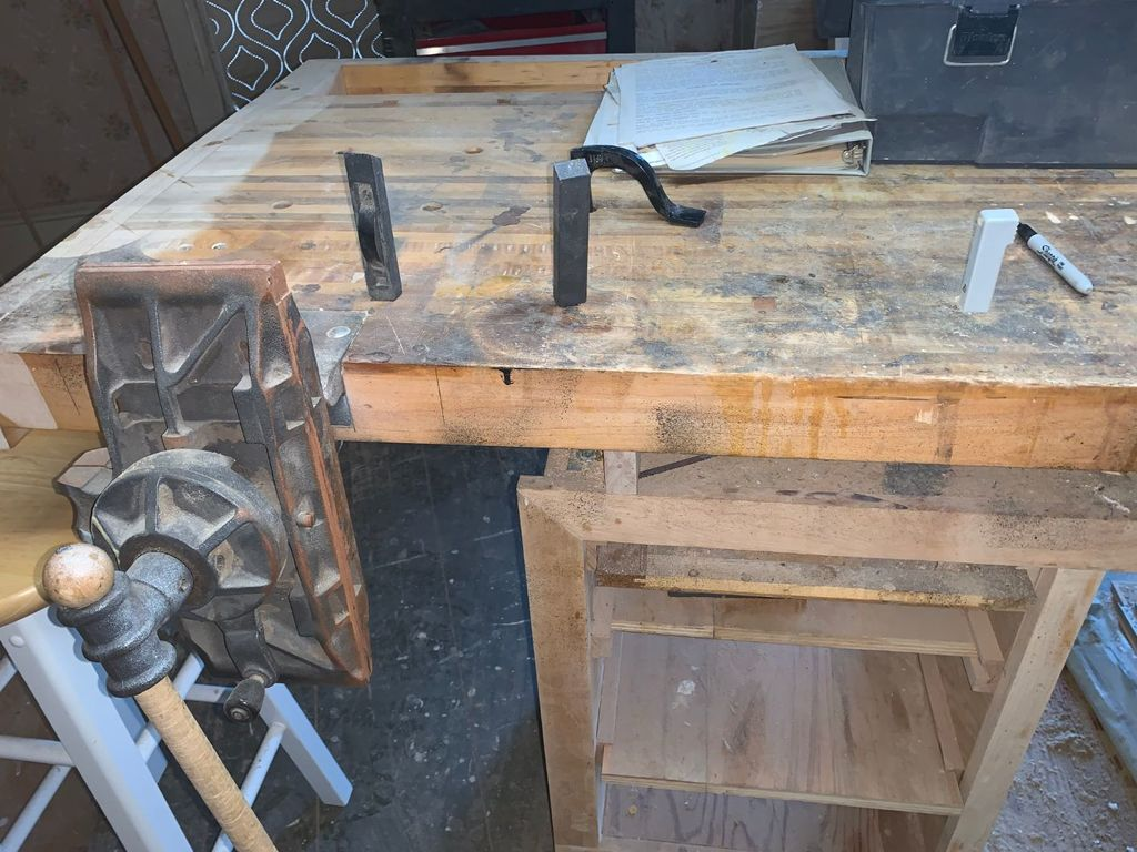 Phenomenal Lot Veritas Butcher Block Workbench W 2 Vises Proxibid Unemploymentrelief Wooden Chair Designs For Living Room Unemploymentrelieforg