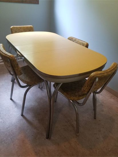 Metal / Vinyl Dining Table w/ (4) Chairs