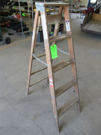 Werner 5' Wood Step Ladder