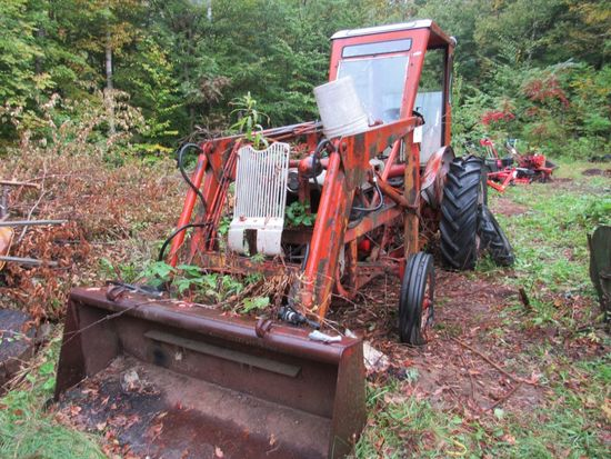 1958 Ford 800 Tractor W/ Hydraulic Bucket & Partial Back Hoe Attachment