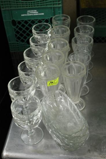 (22) Ice Cream Sundae Glasses & Banana Boats