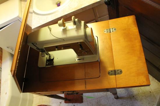 Singer Sewing Machine W/ Cabinet