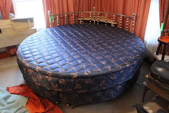 Round Bed 7' Diameter w/ Mattress & Box spring