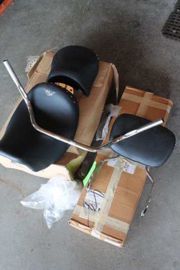 2004 Harley Davidson Road King Seat & Handlebars, (2) Exhaust System