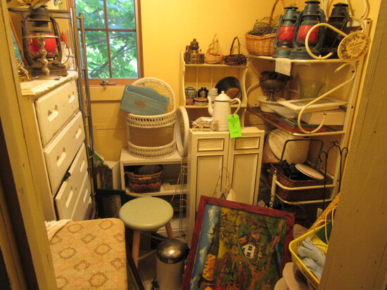 Household Furniture and Decorative Items (Contents of Small room)