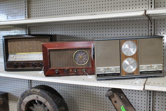 (3) Vintage RCA Victor tube radio in wooden case, Montgomery Wards airline radio, (1) Mastercraft AM