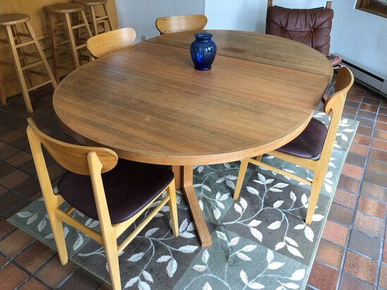 Danish Oval Table with (1) Leaf & (5) Chairs