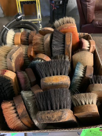 (23) Shoe Brushes