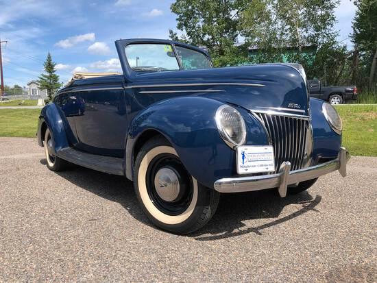1939 Ford Deluxe 2-Door Convertible Coupe