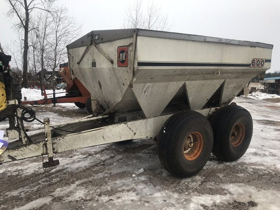 Willmar 600 Fertilizer Spreader