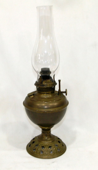 Vintage Brass B&H Kerosene Oil Lamp With Clear Glass Chimney Not Tested Gre