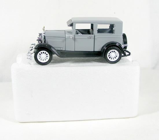 Diecast Replica of 1926 Pontiac Coach From National Motor Museum Mint 1/32