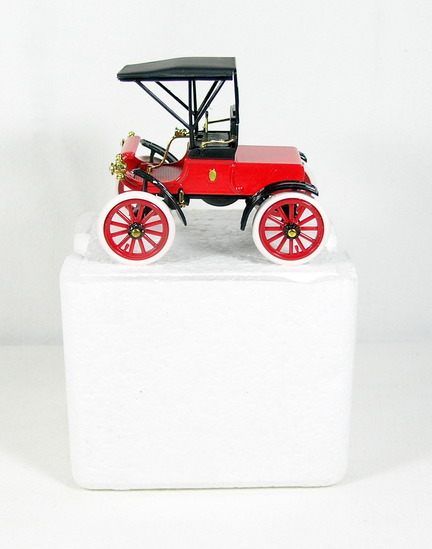 Diecast Replica of 1904 Oldsmobile Curved Dash from National Motor Museum M