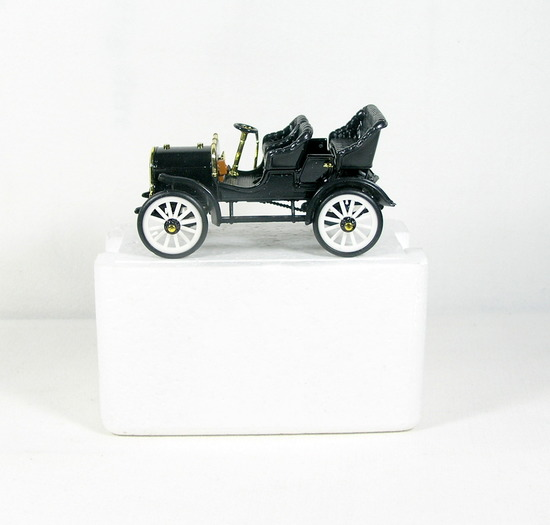 Diecast Replica of 1904 Buick from National Motor Museum Mint 1/32 Scale