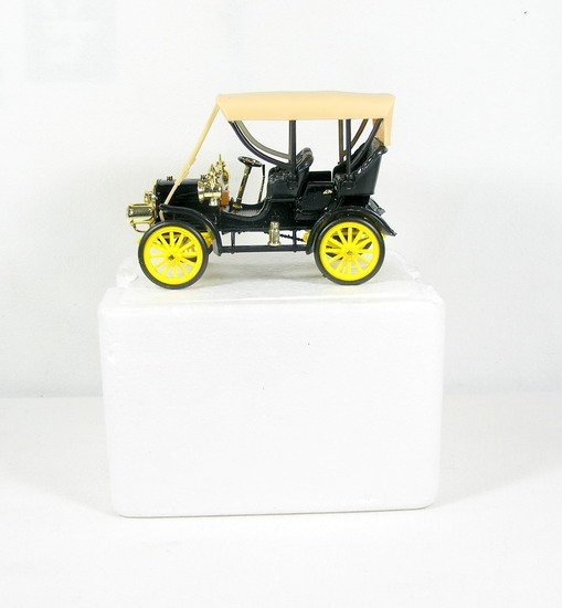 Diecast Replica of 1905 Buick Model C from National Motor Museum Mint 1/32