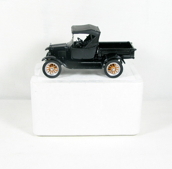 Diecast Replica of 1925 Ford Model T from National Motor Museum Mint 1/32 S