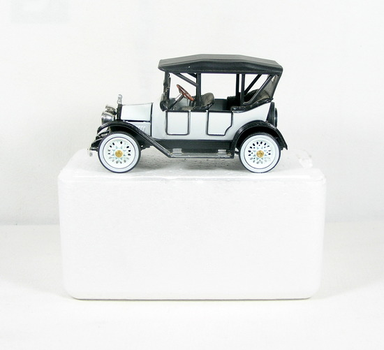 Diecast Replica of 1925 Chevrolet Five Passener Baby Grand from National Mo