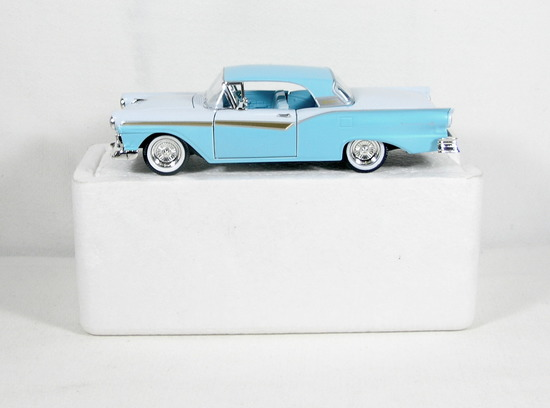 Diecast Replica of 1957 Ford Skyliner from National Motor Museum Mint 1/32