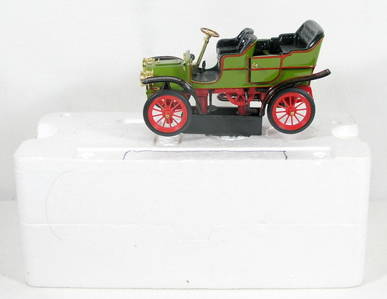 Diecast Replica of 1907 Cadillac Model M from National Motor Museum Mint 1/
