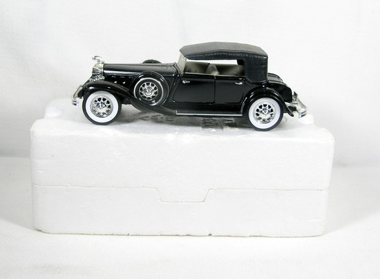 Diecast Replica of 1932 Chrysler Lebaron from Signature Models for National