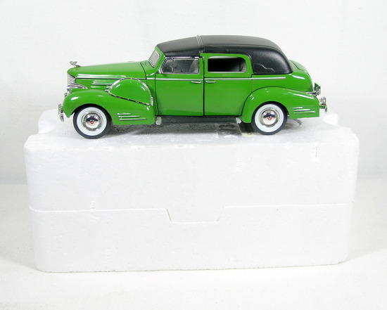 Diecast Replica of 1938 Cadillac Fleetwood from Signature Models for Nation