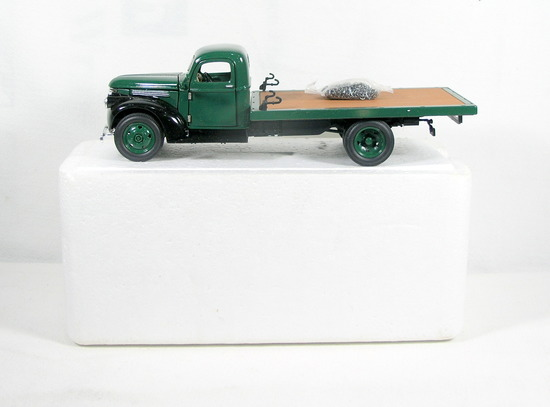 Diecast Replica of 1941 Chevrolet Flatbed Truck from Signature Models for N