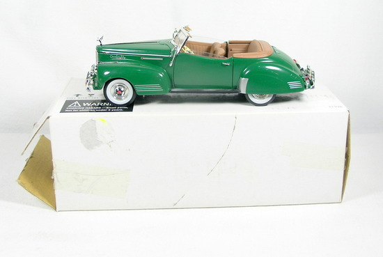 Diecast Replica of 1941 Packard Darrin Convertible from Signature Models fo