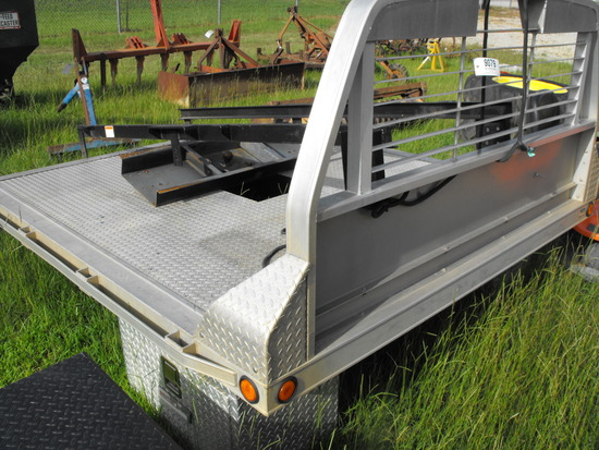 ALUMINUM FLATBED WITH HITCH