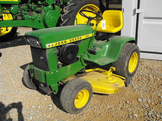 JOHN DEERE 140 RIDING MOWER