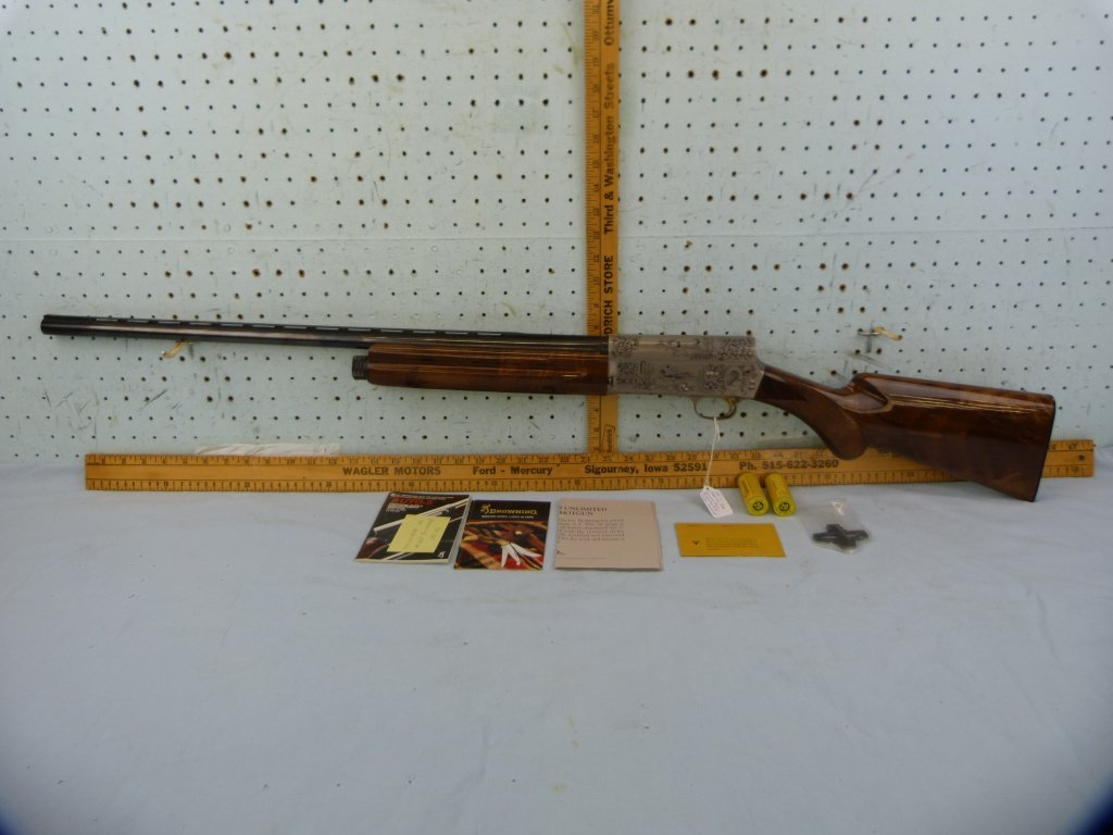 DU Browning Auto-5 SA Shotgun, Light 20, 20 ga, SN: 90DU003616