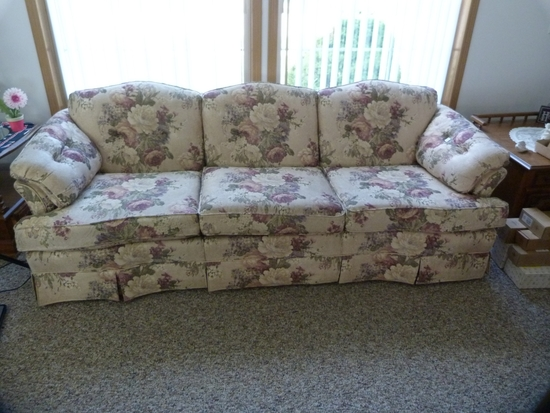 """Justice upholstered flowered couch. - 83"""" L"""